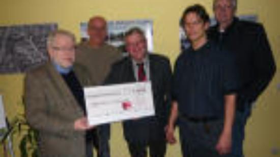 Teilnehmer der Spendenübergabe