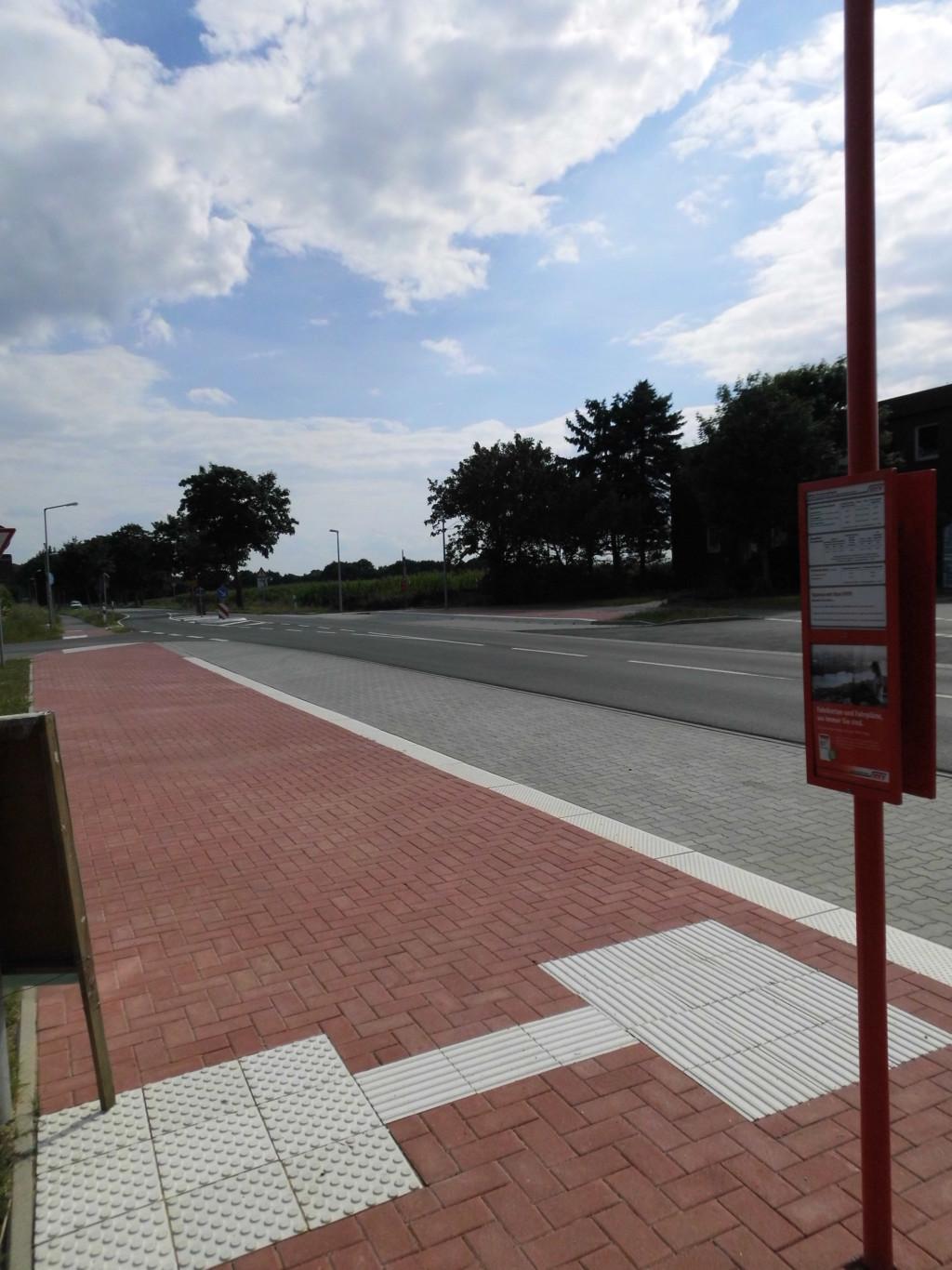 Bushaltestelle-Querungshilfe1